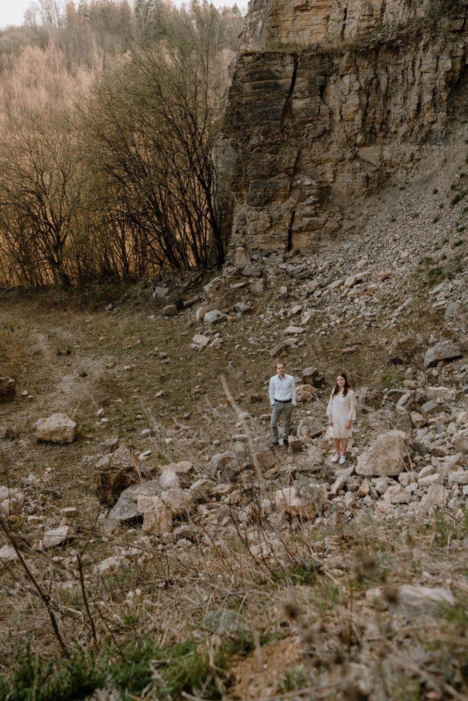 Liebespaar im Steinbruch